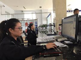 垣曲交警 国庆安保期间加班提供车驾管服务