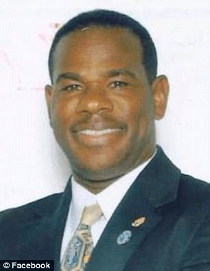 要求本校教师帮儿子做作业 福罗里达州校长被免职