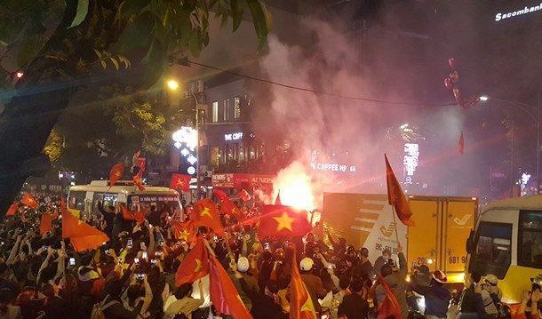 越南U23打入亚锦赛4强后,越南全国一片欢腾