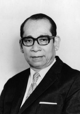 他两次破产坐牢,却创造了日本人最自豪的发明
