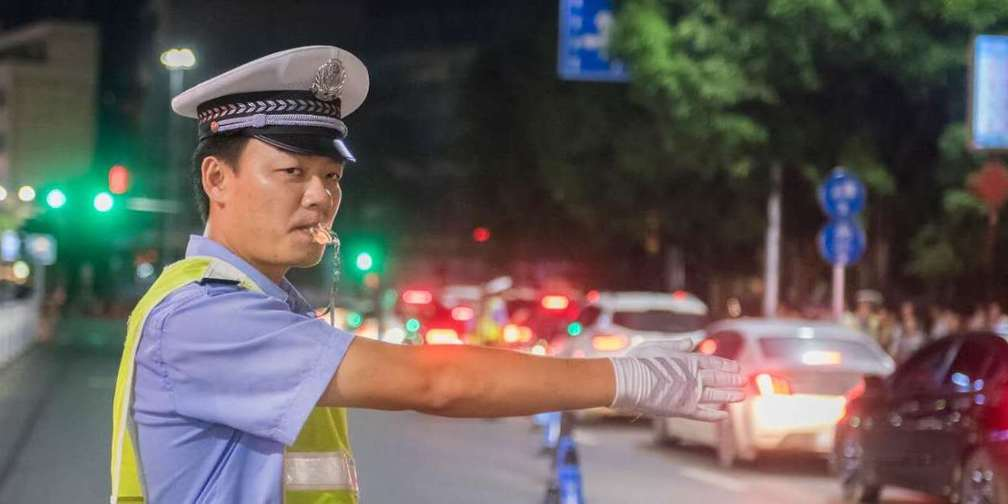 百色河池防城港来宾四城交警联合夜查执法