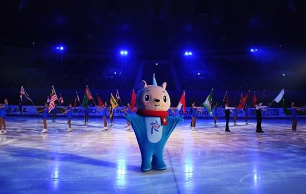 第八届札幌亚冬会闭幕式 上演冰上的狂欢节