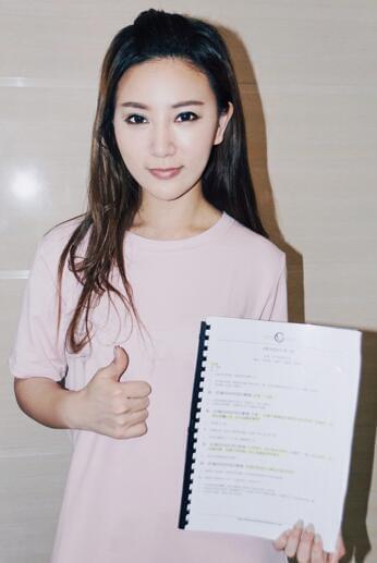 香港演员程芷渝跨界担任出品人 幕前到幕后华丽转身