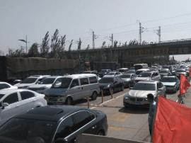 小升初考试车辆严重拥堵 大同到怀仁请走208国道