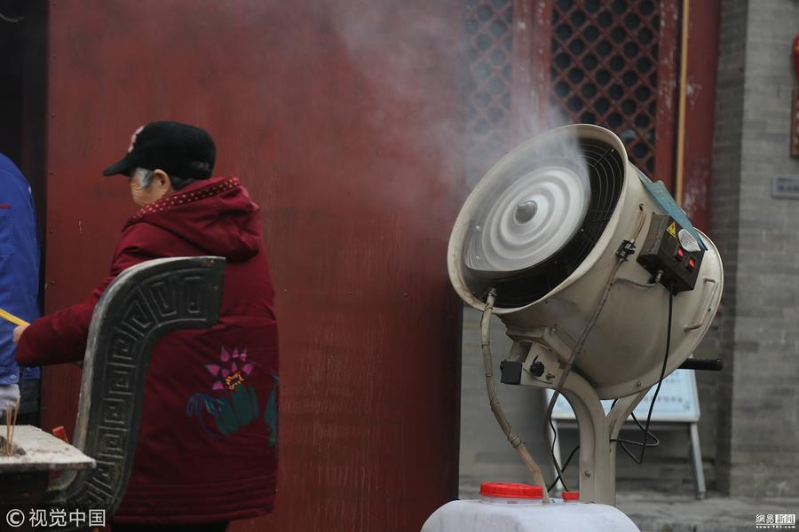 郑州城隍庙迎来众多香客