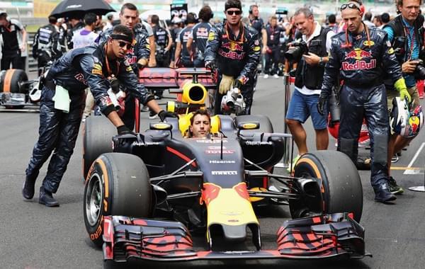 F1马来西亚站里卡多夺冠