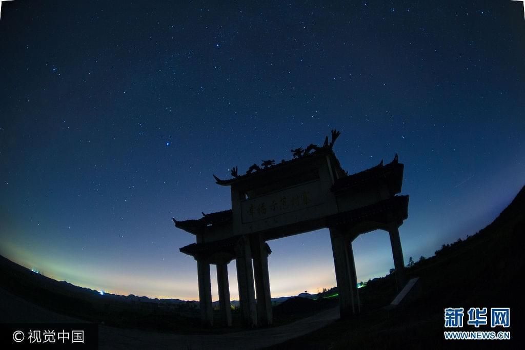 贵州龙里秋夜星空璀璨