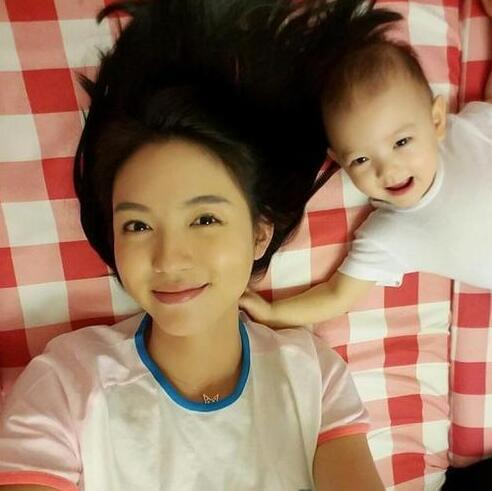 张梓琳的女儿不满一岁就这么美 长大了还得了(图)