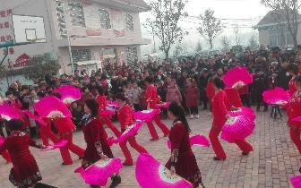 【新春走基层】南阳庞庄村自编自导新春联欢会