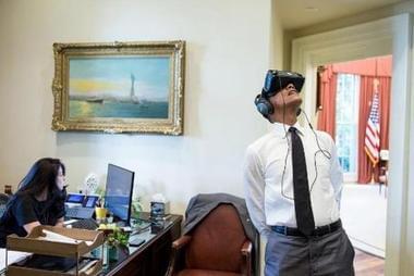 奥巴马体验VR走红 却被网友恶搞