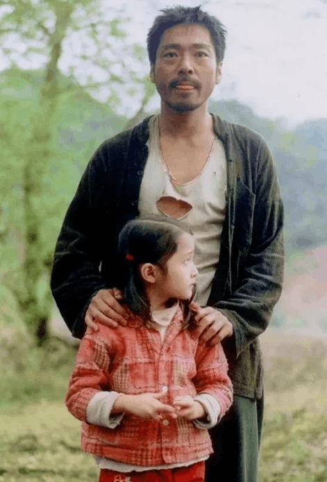 90年代 | 京圈儿女孩关晓彤到底什么来头