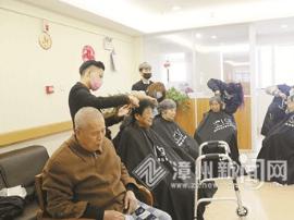 瑞芳学校师生为新来福养护院老人义务理发