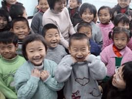 太原宝妈织毛衣送给贫困儿童 两年已送出30余件
