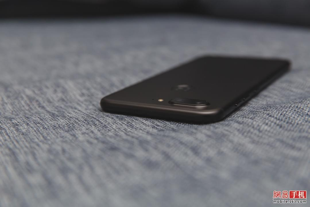 颜值尚佳成像加分 金立四摄手机S10体验