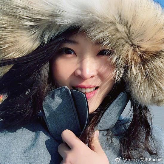 惠若琪从比基尼瞬间换衣大棉袄:我穿越回来了
