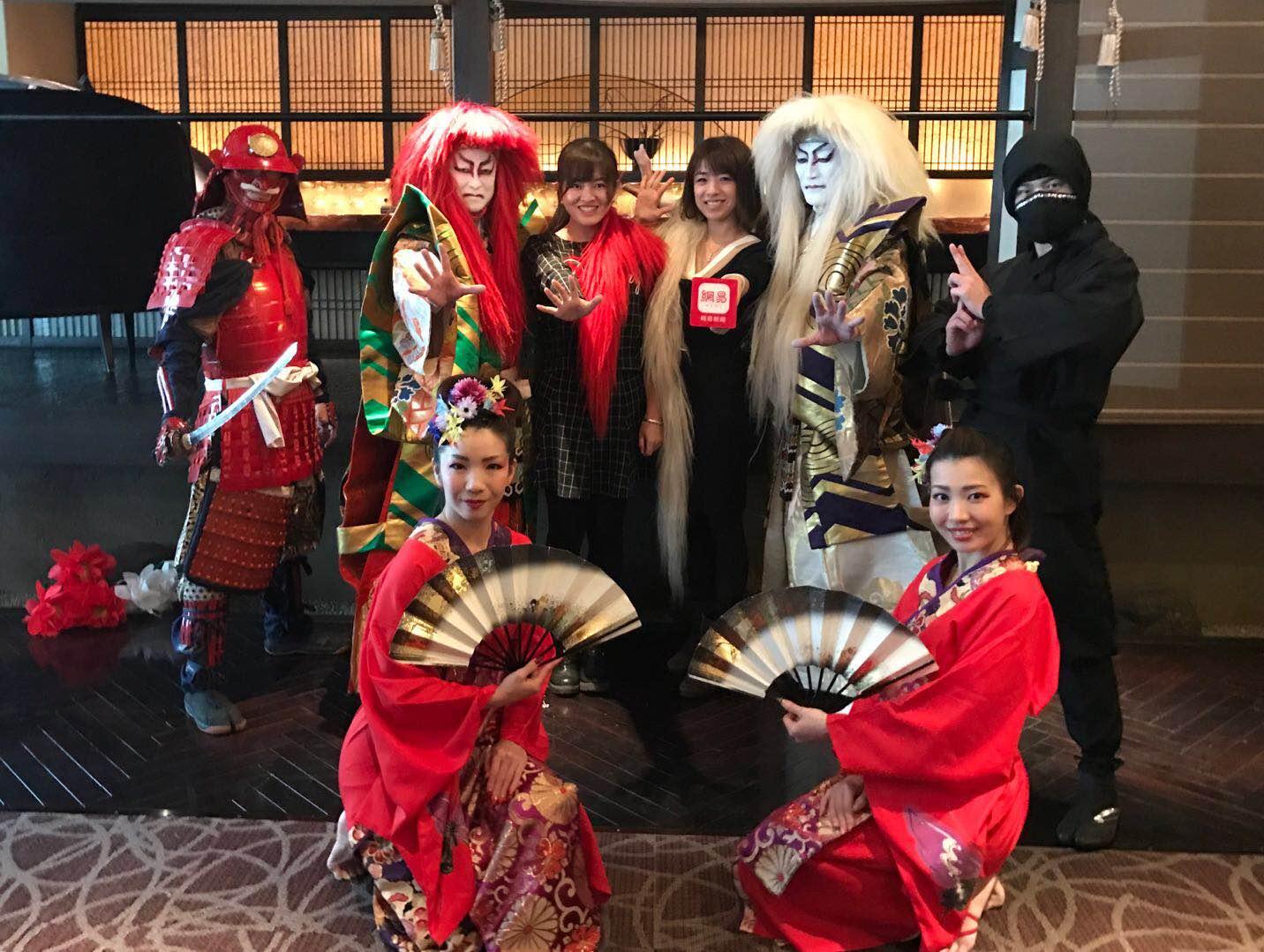 你见过的最销魂的日本直播:刺身+歌舞伎