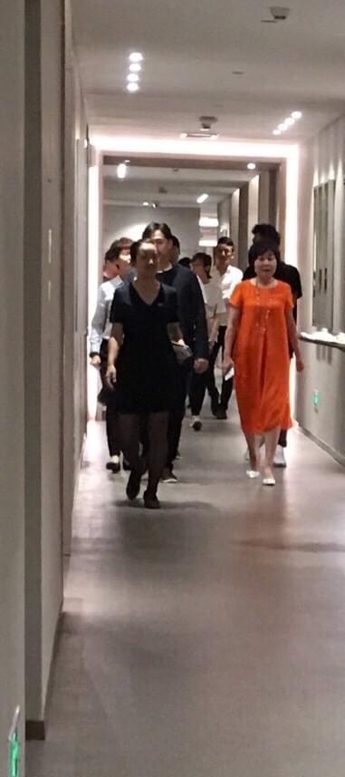 网曝孙莉将临盆 黄磊医院包VIP房雇10人看护