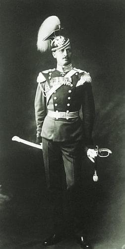 """五:1909年,曼纳海姆戎装照,当时他是俄国""""弗拉基米尔枪骑兵团""""指挥官"""
