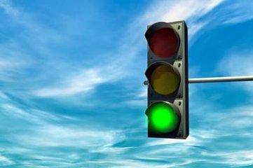 """荆州一""""不礼让行人""""抓拍系统取消 新增红绿灯"""