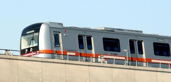 """全国首条""""无人驾驶""""地铁空载试运行"""