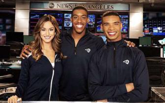 美国职业橄榄球啦啦队首次出现两名男性啦啦队员
