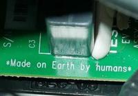 """马斯克太空跑车在电路板上刻着""""人类地球制造"""""""