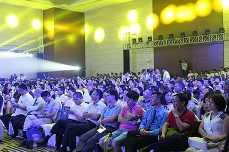 副董事长杨方先生,贵阳市建筑规划设计院院长冯晓伟先生,万科物业成都