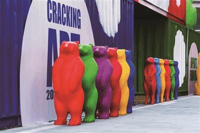 色彩动物艺术亮相虹桥天地