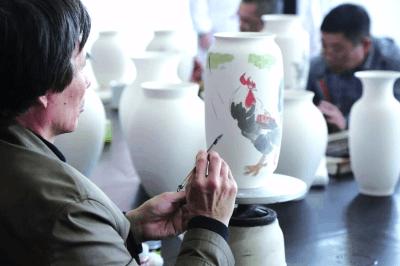 在创新路上弘扬湖湘陶瓷文化
