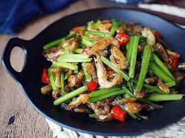 韭菜炒鸡蛋 远不及家乡河虾韭菜的鲜美味道