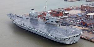 英最大航母服役 时隔6年重拥航母