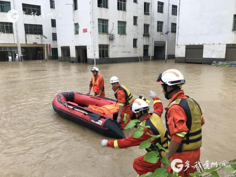 铜仁多地发生内涝和洪灾 消防部队紧急救援