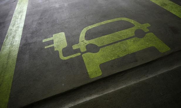 2025所售新车15%零排放?车企众议院炮轰加州新规