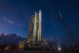 美国加州范登堡空军基地发射一枚间谍卫星