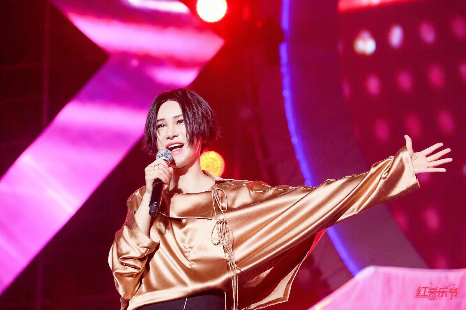 尚雯婕献唱音乐节 霸气唱功掀电音热浪