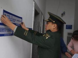 义马大队3000份防火提示标语入住居民住宅区