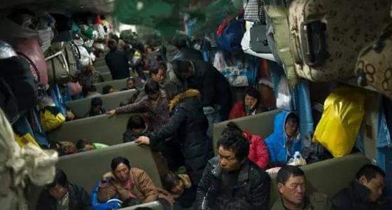 绿皮火车里的人间:省钱就是一切