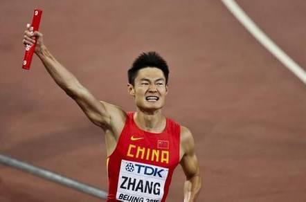 短跑名将和歼10跑100米 瞬间被拉开数米
