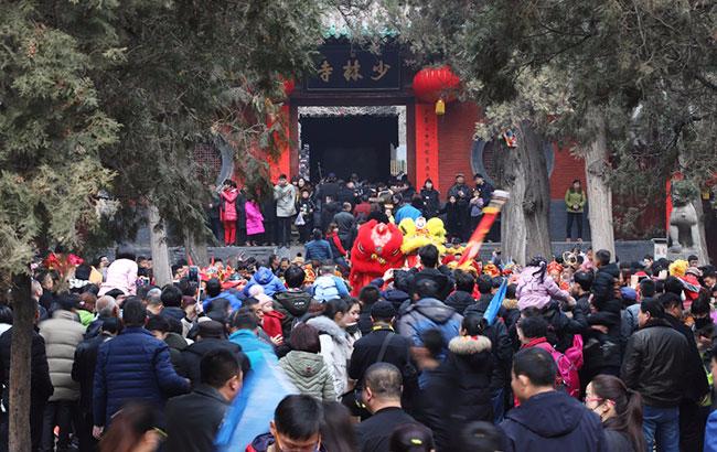 春节黄金周   30万中外游客嵩山少林祈福许愿赏民俗