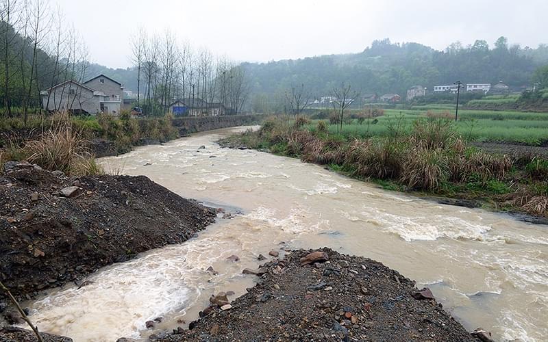 半个世纪以来每日五十多吨含砷废水直排于河。