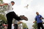 踢毽子可延缓腿部衰老 但45岁之后最好避免