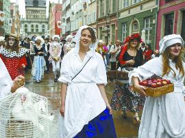 """在""""琥珀之都"""" 逛欧洲最古老、最大的市集"""