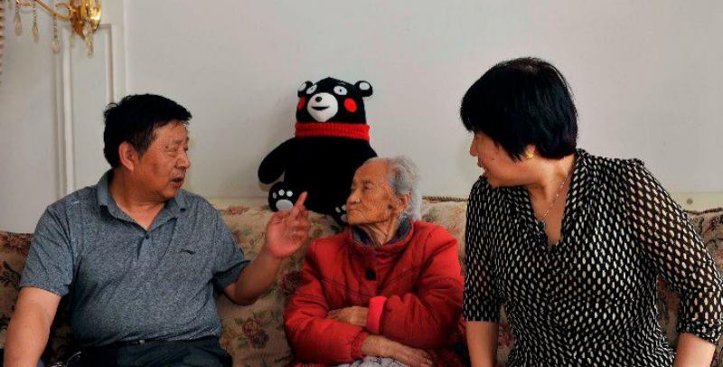 老人照顾继母34年 曾耽误病情致右眼失明