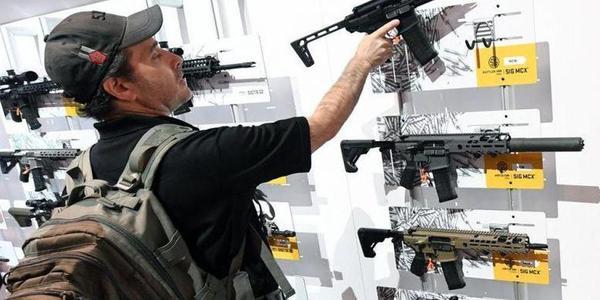 枪击案刚过没多久,拉斯维加斯又开枪展