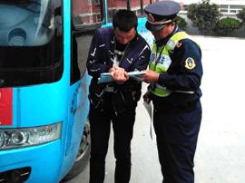 万荣县交通运输局开展打击非法营运宣传