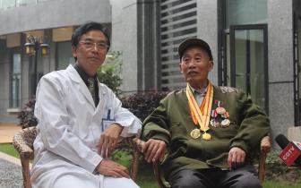 爱尔眼科爱心救助抗战老兵 94岁高龄白内障术后恢复良好