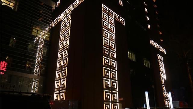 """济南现""""紧箍咒""""大楼 外墙标志吸引眼球"""