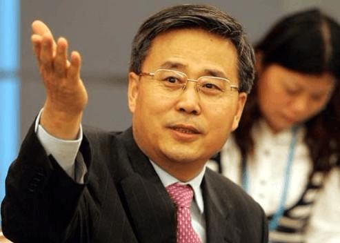 郭树清:抵御跨市场金融风险 深入整治银行业乱象