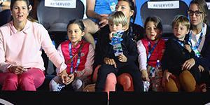 米尔卡带4双胞胎儿女助阵费德勒