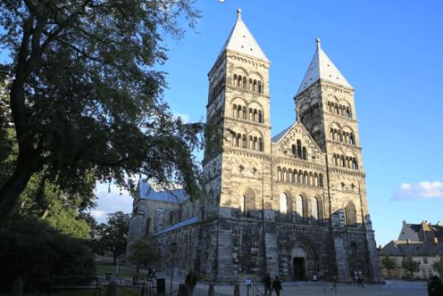 阳光下的隆德大教堂